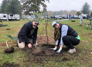 Planting trees (Photo: Shasta Bray)