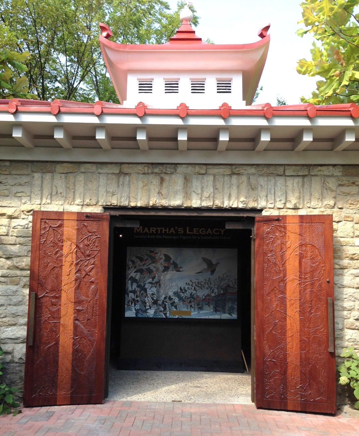 Passenger Pigeon Memorial The Cincinnati Zoo Amp Botanical